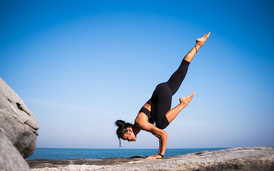 yoga-2587066_960_720